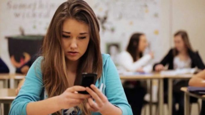 How do you know if your child is exposed to cyberbullying?