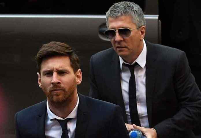 Messi's father negotiating a deal with Manchester City